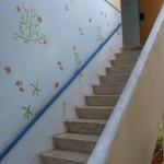 """מעלה מדרגות בעיצוב ים ברחוב """"דרך הים"""" בחיפה"""